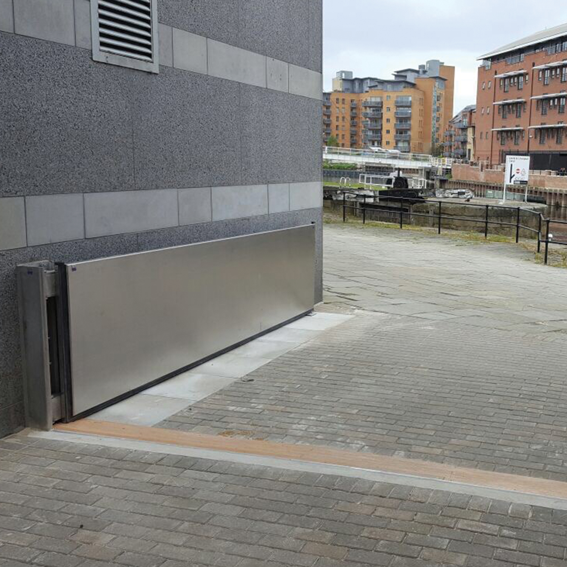 Lakeside Aluminium Swing Flood Gate 1m H